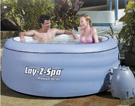 La piscina con idromassaggio in casa tua