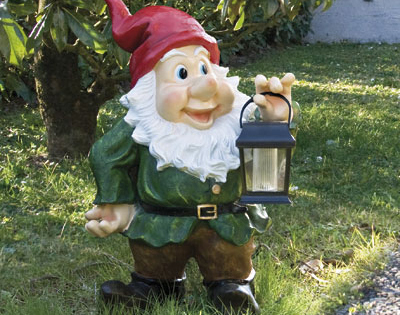 Nano da giardino alto 58 cm con lanterna solare - Pino nano da giardino ...