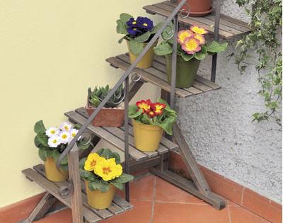 Scaletta in legno portavasi decorazione giardino dmail for Portavasi in legno