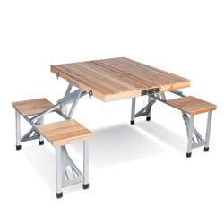 Tavolino in legno con panchine salvaspazio